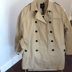 Women's trench coat , like new .size m